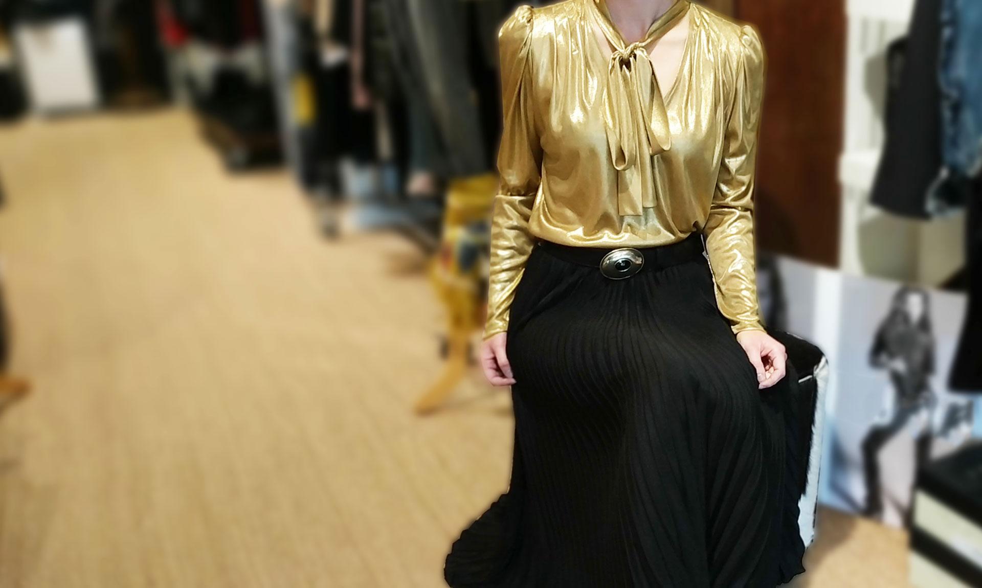 photo-mise-en-avant-blouse-doree-col-lavallière