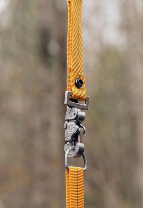 Crochet PJS qui s'apparente à ceux utilisés par les parachutistes